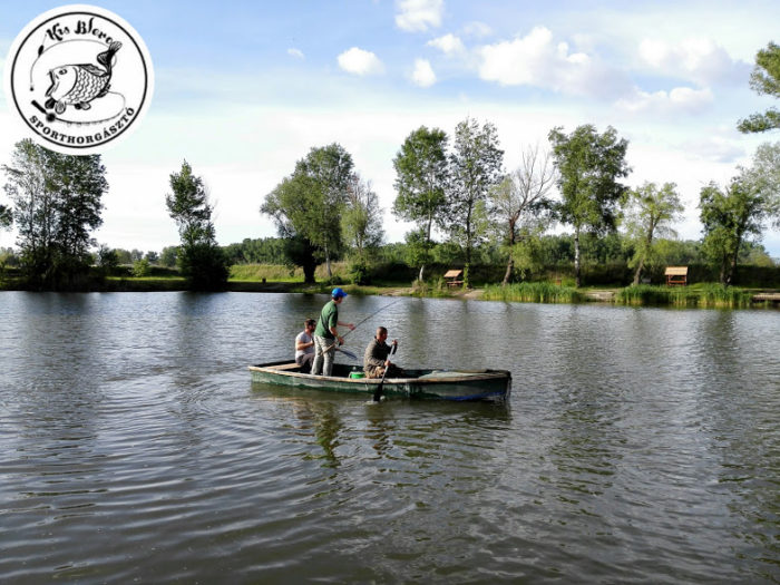 csónakos pontyfárasztás a kis Blero horgásztavon